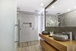 realisation-carrelage-decoration-salle-de-bain-moderne-carrelage-imitation-parquet-sol-faience-saintes-cs17-carrelage-saintais